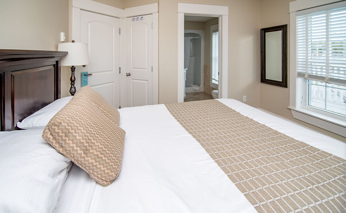 Rhubarb Guest Room 4 bed with ensuite washroom