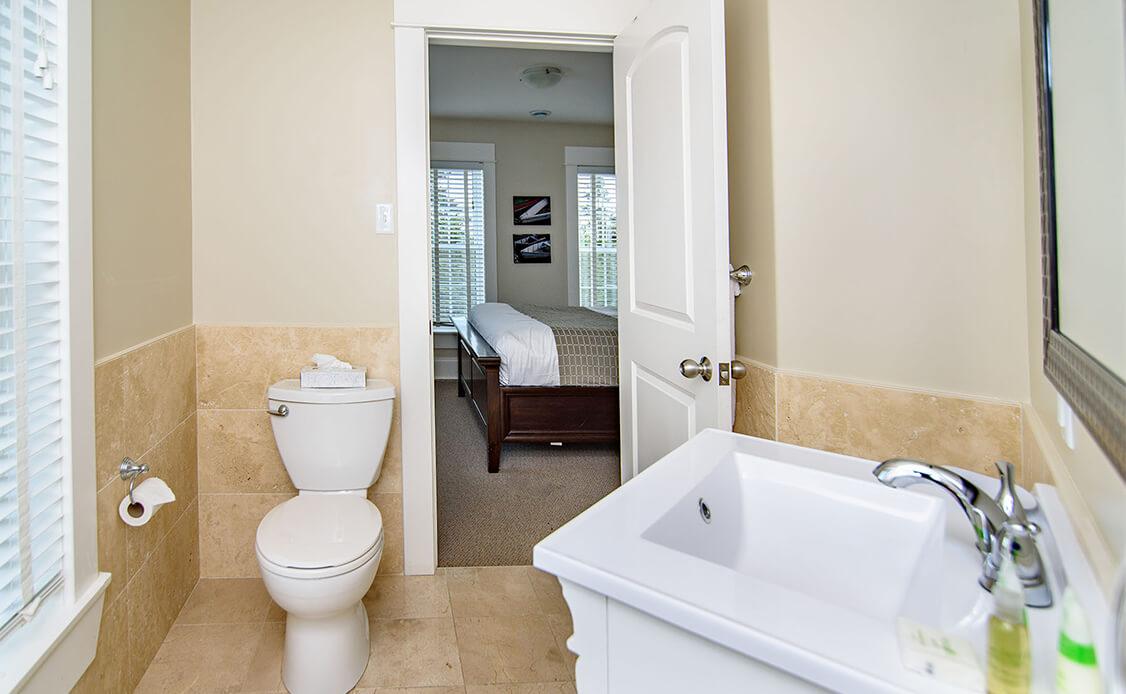 Rhubarb Guest Room 4 bathroom