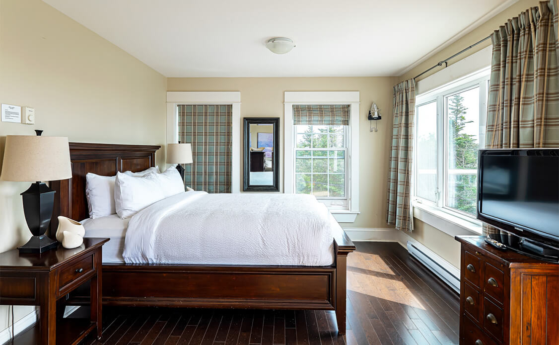 Rhubarb Guest Room 5 Bedroom with Large window